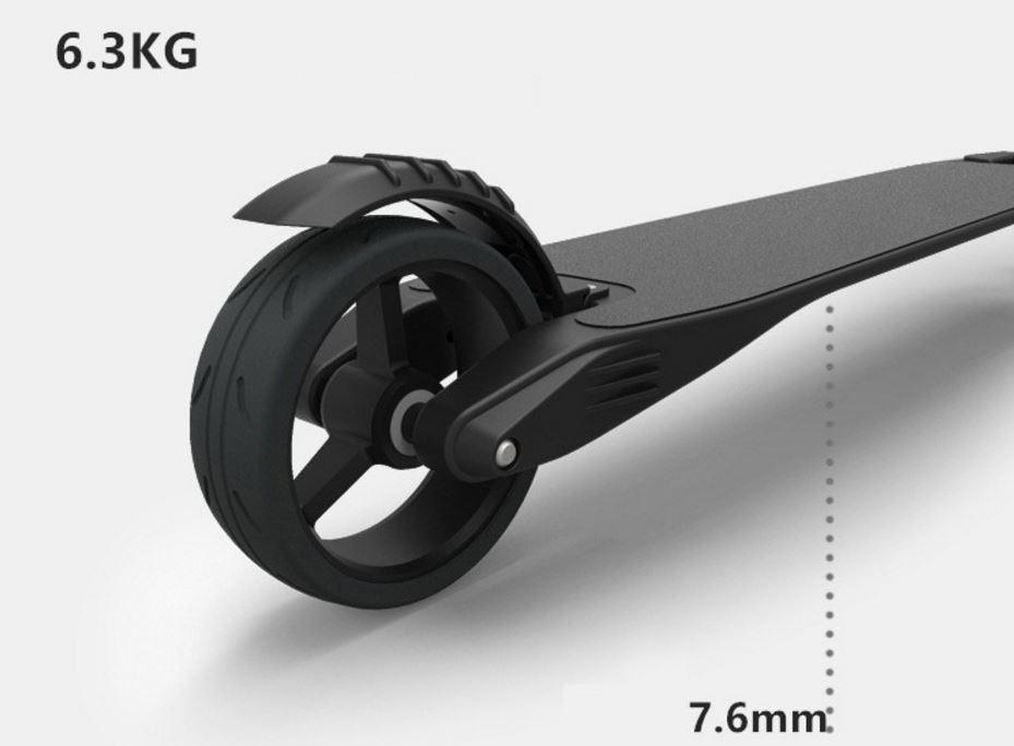 Elektrická koloběžka Eljet Carbon Light - hmotnost pouhých 6,5 kg